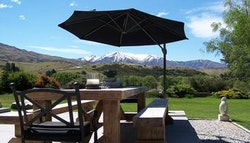 Wanaka: Romantic B&B Stay for
